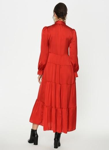 Loves You Uzun Kol Saten Yüzeyli Maxi Boy Kesik Katlı Elbise Kırmızı